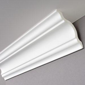 Balta lubų juosta